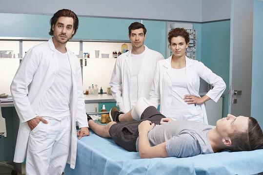 V seriálu se vystřídaly desítky známých herců.