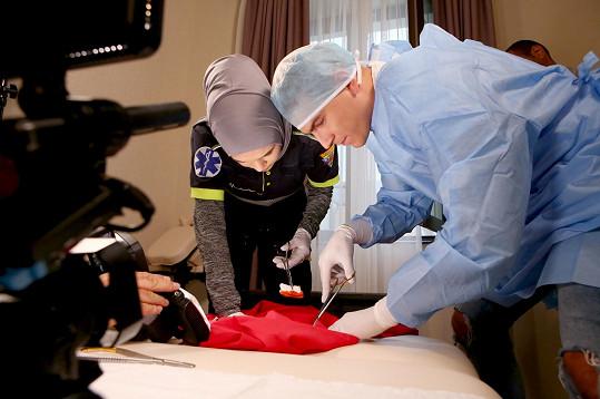 Roli lékaře si zopakoval při focení kalendáře pro soutěž Anděl mezi zdravotníky.