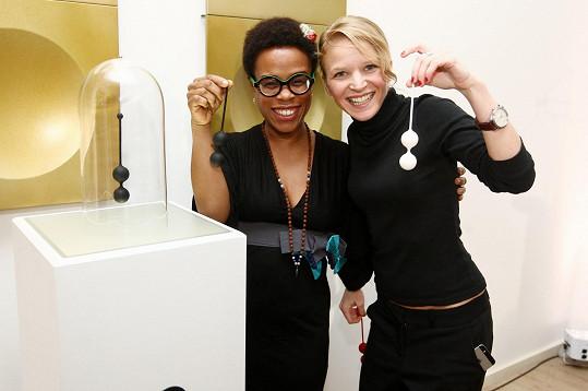 Anna Marešová (na snímku s Tonyou Graves) a její Venušiny kuličky