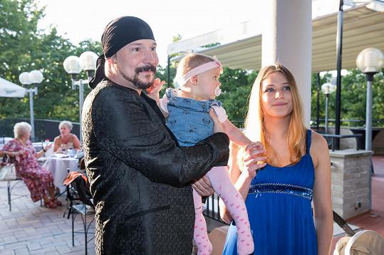 Bohuš Matuš s dcerou Natálkou a manželkou Lucií