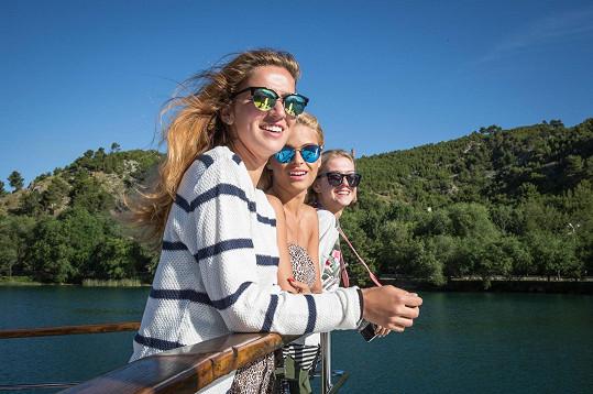 Krásky na cestě k vodopádům národního parku Krka.
