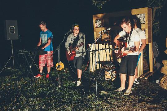 Z novějších kapel hrála například skupina FiHa.