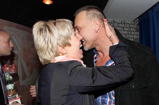 Na oslavě se vítali Martin Maxa a Marcela Březinová.