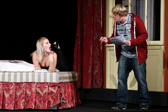 V divadelní hře si zahráli i Kamila Kikinčuková a Lukáš Pavlásek.