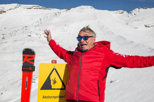 Jan Čenský zatím víc padá, než lyžuje.