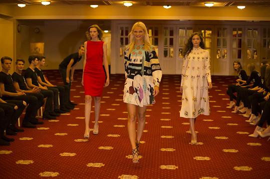 Eva Klímková s kolegyněmi Janou Tvrdíkovou a Zuzkou Stráskou na soustředění finalistů