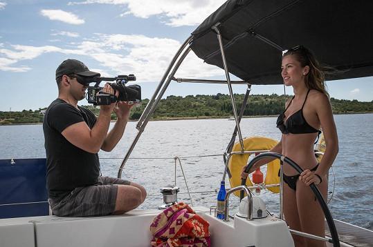 Andrea Bezděková na palubě jachty