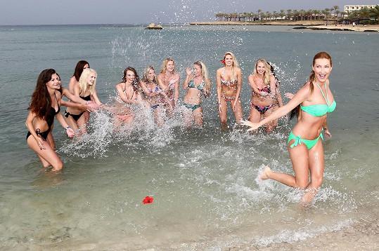 Dívky se ve vodě vyřádily.
