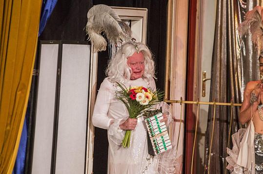 Petr Oliva v divadelní hře Klec bláznů