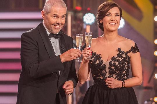 Pořadem provázeli hvězdní moderátoři Tereza Kostková a Marek Eben.