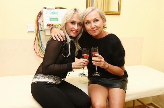 Bára Basiková s kamarádkou Renatou Hawaz
