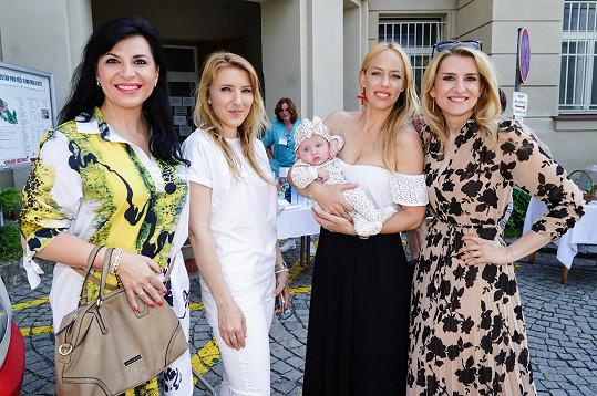 Organizovala setkání maminek s porodníky