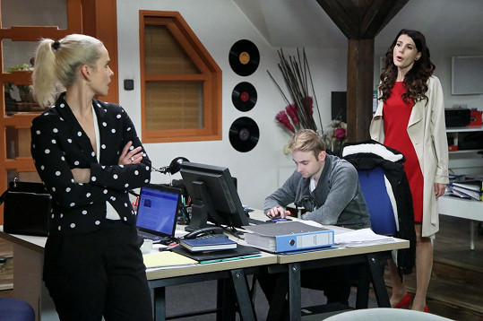 V seriálu se potká s Kristýnou Kociánovou (vlevo)