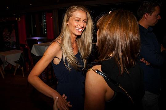 Veronika Kašáková s Kateřinou Duškovou začala spolupracovat na dalších projektech poté, co se na jí organizovaném Českému plese vybralo ve prospěch nadace, kterou modelka založila, bezmála půl miliónu korun.