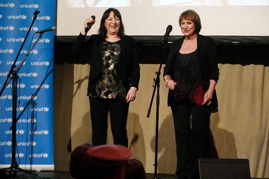 Martha a Tena spolu stále vystupují a zpívají.