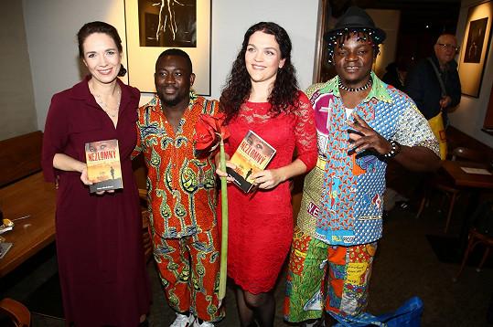 Vzhledem k tomu, že kniha provází příběhem keňského chlapce, slavnostní křest doprovázely africké rytmy. O ty se zasloužila bubenická skupina Emongo a proběhly i taneční ukázky Kizomba Prague.