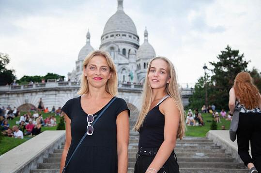 Lucie a Amelie pod Sacre Coeur