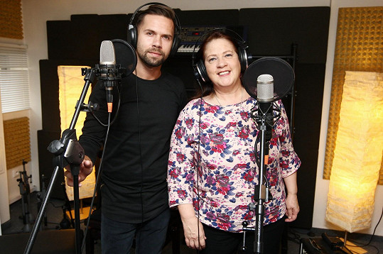Kathy Kelly a Norbert Peticzky natáčí duet.
