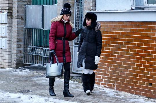 Kateřina Brožová hraje v seriálu matku Sandry Novákové.