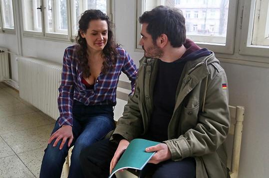 Vojta Kotek a Hana Baroňová v seriálu Mordparta.