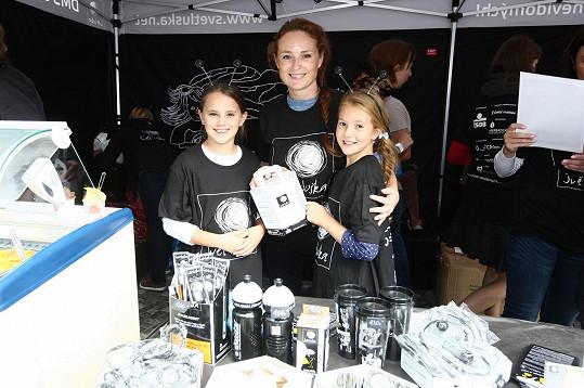 Markéta Hrubešová s dcerou Christel (vpravo) a její kamarádkou