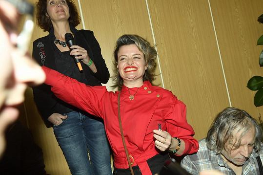 Erika Stárková rozdávala podpisy.