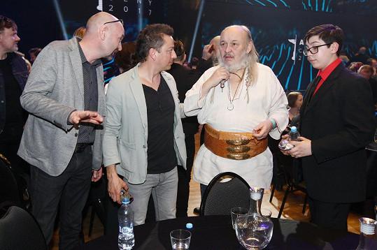 O rok dříve se zpěvákem Petrem Bendem na předávání Cen Anděl ve Fóru Karlín