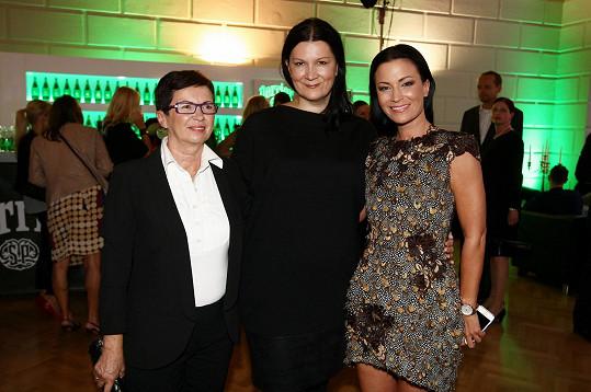 Partyšová vzala na přehlídku svou maminku, neboť je přesvědčená, že předváděné modely Taťány Kovaříkové jsou pro všechny věkové skupiny.