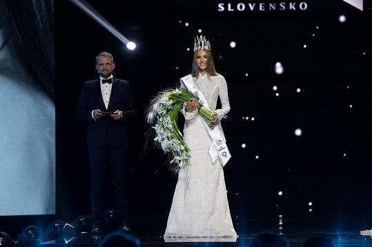 Finále Miss Slovensko 2021 mělo vazbu i na Českou republiku. Soustředění probíhalo na začátku července v Praze a večerem provázel moderátor Libor Bouček.