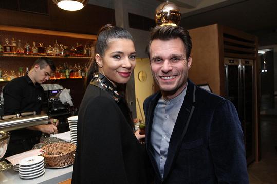 Na párty se zastavil i Leoš Mareš s přítelkyní Monikou.