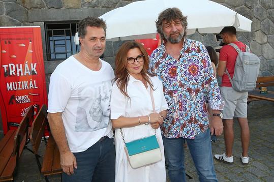 Dorazili na setkání s Daninými kolegy z muzikálu Trhák v baru Martina Dejdara.