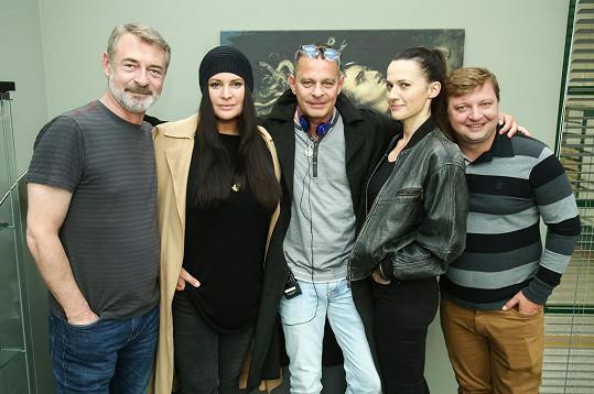 Na place se pod vedením režiséra Filipa Renče potkal také s Jiřím Dvořákem nebo Petrou Bučkovou, která si zahrála modelku Naďu v Ordinaci v růžové zahradě 2.