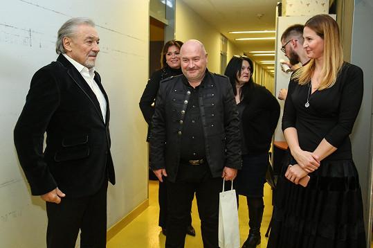 Pozdravy s kolegy, mj. Michael Davidem a jeho manželkou Marcelou