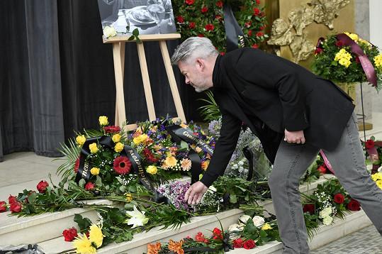 Aleš Háma se loučil s Vladimírem Poštulkou ve strašnickém krematoriu.