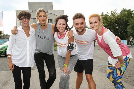 Herečka s Terezou Maxovou a s kolegy na charitativní akci na Vítkově
