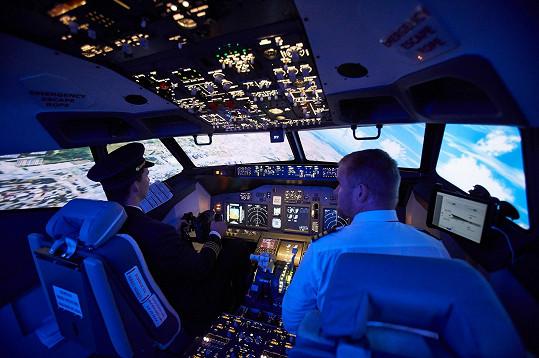 Pilotování letadla patří mezi jeho sny.