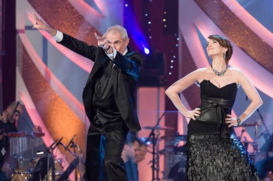 Tereza při úvodním tanečku s Markem Ebenem