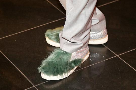 Protože probíhala v 11 sálech, vzala si poholdné botičky.