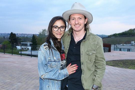 Forejtova přítelkyně Eva Burešová je hvězdou konkurenční Slunečné.