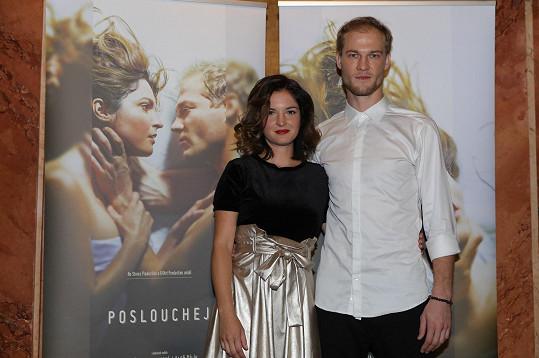 Aleš Bílík a Kristýna Podzimková se zhostili hlavních rolí.