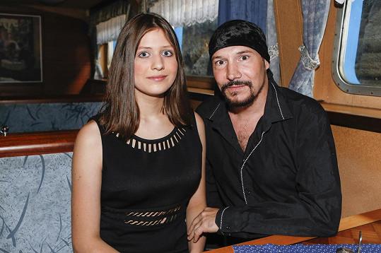 Mladičká přítelkyně Matuše se zpěvákem už mluvila i o miminku.