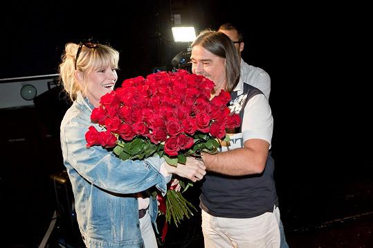 Od producenta Oldřicha Lichtenberga dostala 60 růží.