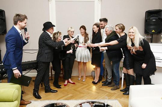 Akce se kromě Barbary Nesvadbové zúčastnil také herecký pár Jan Přeučil a Eva Hrušková, kteří oba letos slaví významné životní jubileum. Dále úřadující Muž roku Josef Kůrka a zpěvačky Monika Sommerová a Klára Kolomazníková.