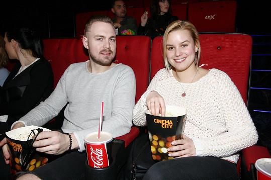 Do kina pár chodí často a rád.