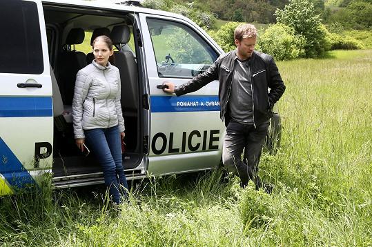 Sara Sandeva a Jakub Prachař si zahrají nesourodou dvojici detektivů.