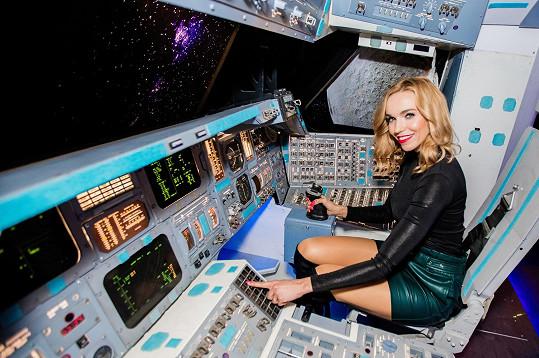 Na výstavě Cosmo Discovery si vyzkoušela, jaké to asi je řídit raketoplán.