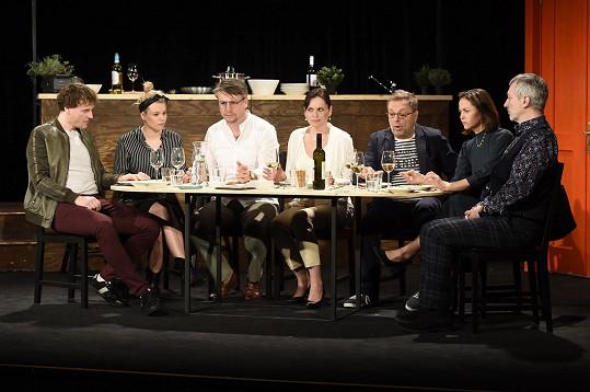 Herečka s kolegy v novém představení Naprostí cizinci