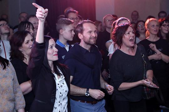 Manželé se skvěle bavili na koncertě své kolegyně Soni Norisové.