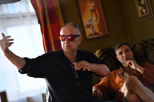 Režisér a producent Bouráka Ondřej Trojan s Jiřím Macháčkem (vpravo)