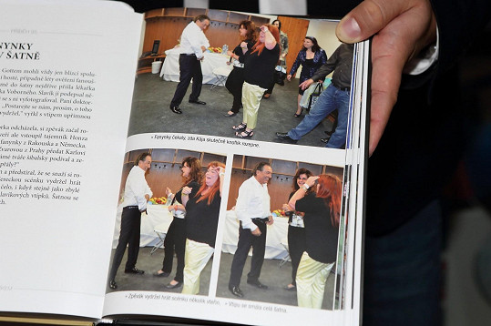 V knize je celá série podobných fotek.